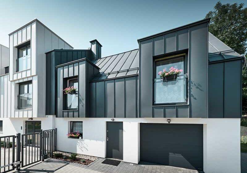 PREFA-Prefalz-Mehrfamilienhaus-Polen-Anthrazit-Prefaweiss-Fassade-Dach